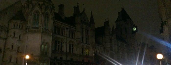 Royal Court is one of Summer in London/été à Londres.