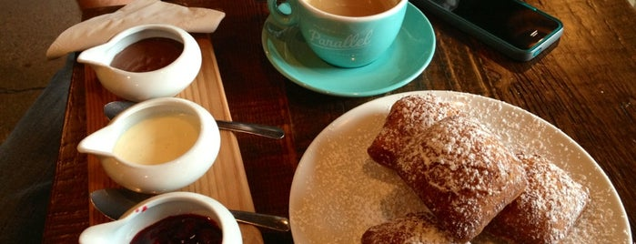 49th Parallel & Lucky's Doughnuts is one of World Coffee Places.