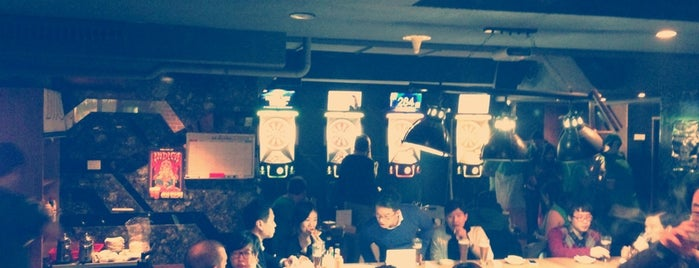 JR Pub is one of Itaewon food.