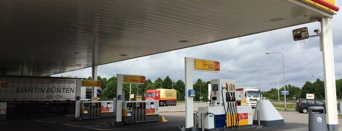 Shell Tienbaan is one of Shell Tankstations.