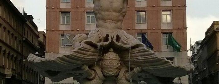 Fontana del Tritone is one of l'amore [a Roma] dice ciao.