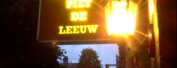 Piet de Leeuw is one of Oh, Amsterdam.