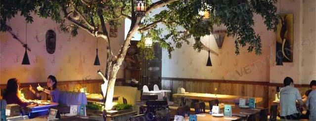 White Hunter Grill & Bar is one of tony romas gandari city!.