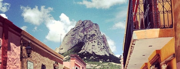Peña de Bernal is one of Entretenimiento.