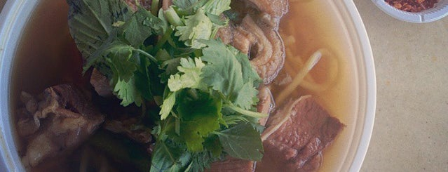 Thaksin Beef Noodle is one of Hole-in-the-Wall finds by ian thomtori.