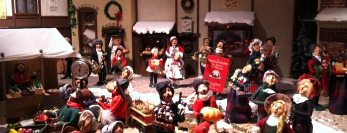 Byers' Choice Christmas Museum & Gift Emporium is one of Must-See Spots in Bucks County, PA! #visitUS.