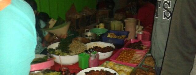 Lesehan Pecel JL Dhoho Kediri is one of The 20 best value restaurants in Kediri, Indonesia.