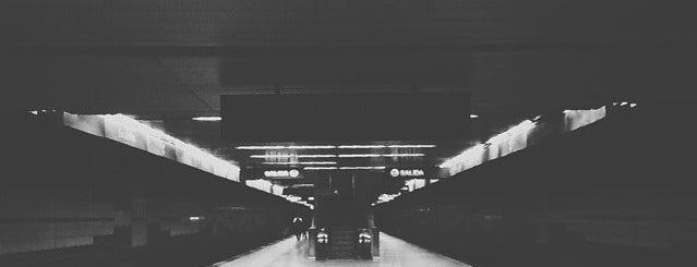 Metro - Los Jardines is one of Sistema Metro de Caracas - Linea 3.