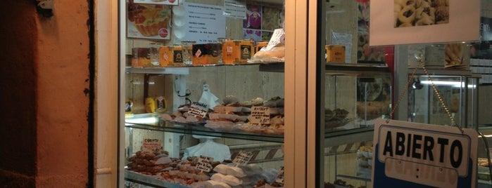 San Francisco Pasteleria is one of los mejores sitios para comer en Alicante.