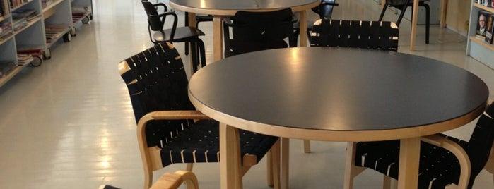 Suomenlinnan kirjasto is one of HelMet-kirjaston palvelupisteet.