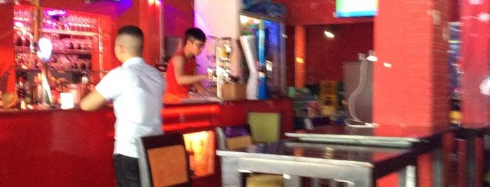 Universal Sports Bar & Restaurant is one of Khu Tây Balo.