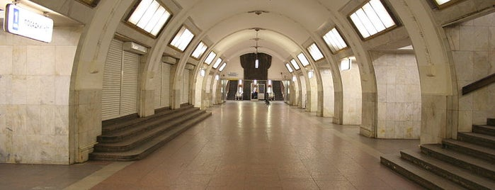 Метро Третьяковская (metro Tretyakovskaya) is one of Complete list of Moscow subway stations.