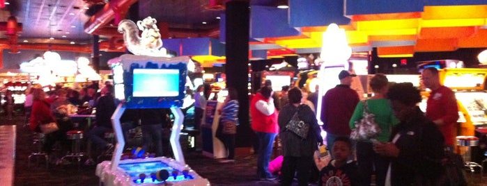 Dave & Buster's is one of Best Burger Places.
