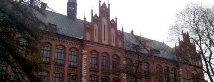 Latvijas Republikas Kultūras ministrija is one of Valsts iestādes/institūcijas.
