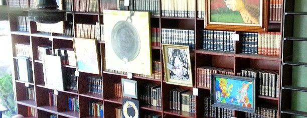 Bauhaus Books & Coffee is one of #2daysinSeattle.