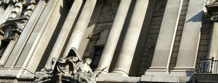 Central Criminal Court (Old Bailey) is one of London - STA Travel Expert Trip.
