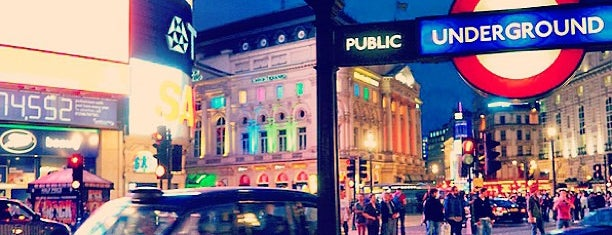 Piccadilly Circus is one of Posti da vedere a Londra.