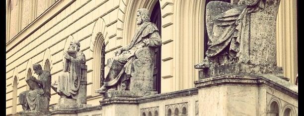 Bayerische Staatsbibliothek is one of MUC Kultur & Freizeit.
