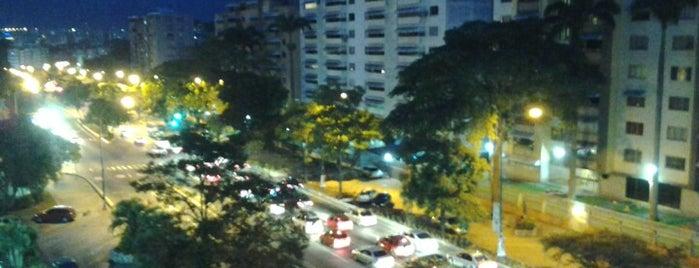 Boulevard El Cafetal is one of Plazas, Parques, Zoologicos Y Algo Mas.