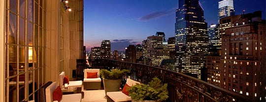Stratus Rooftop Lounge is one of Bars.
