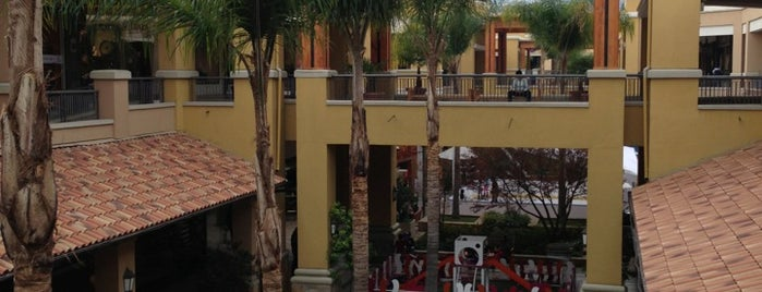 Portal La Dehesa is one of Shopping en Stgo..