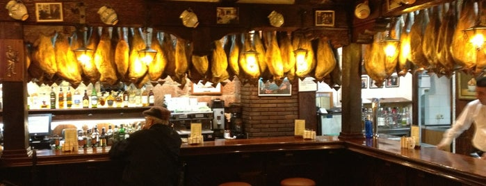 Mesón Txistu is one of Mejores cocinas Madrid.