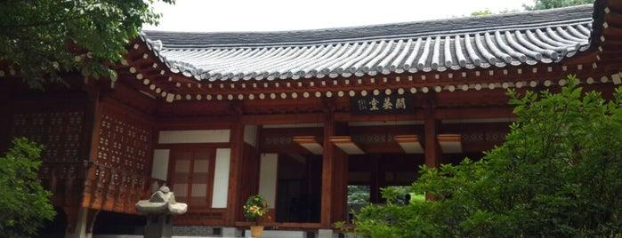 이화여자대학교 아령당 (Aryeong-dang / House Management House) is one of 이화여자대학교 Ewha Womans University.