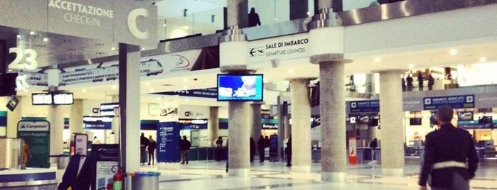 Bari Karol Wojtyła Airport is one of My Airports.