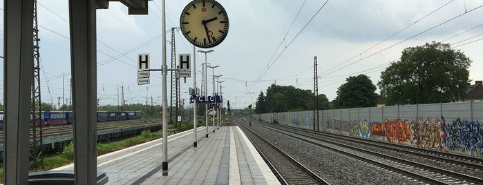 S Berg am Laim is one of München S-Bahnlinie 4.
