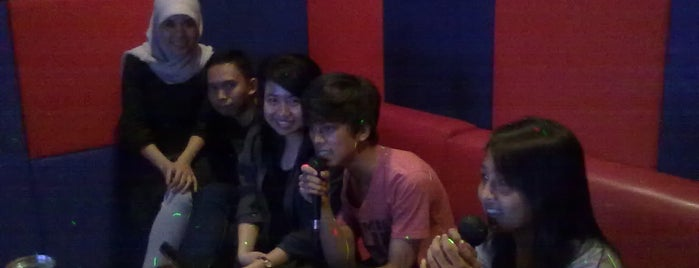Scarlet Family Karaoke is one of Karaoke Lounge in Makassar.