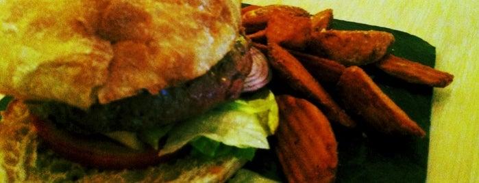 Icíar Cafe & Kitchen Bar is one of hamburguesas y asi.