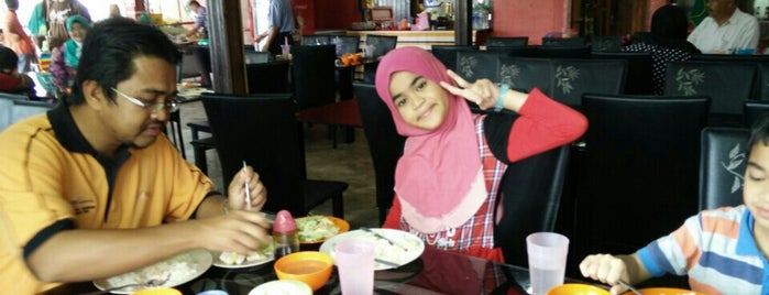 Akma Nasi Ayam is one of @Hulu Terengganu.