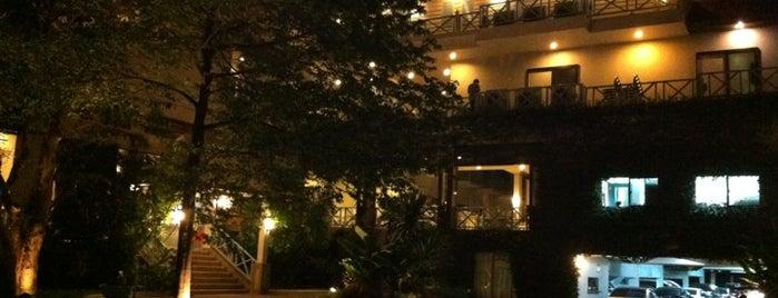 โรงแรมชมวิว หัวหิน (Chom View Hotel Hua Hin) is one of Charge Batt.