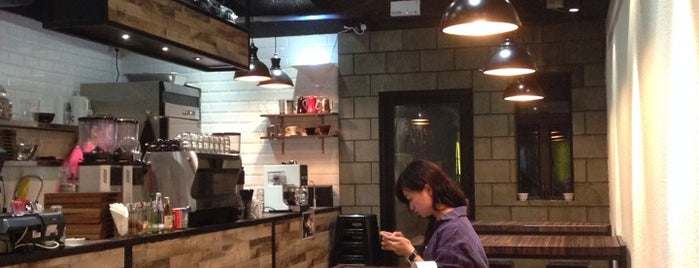 Rabbithole Coffee & Roaster is one of HK Best Coffee.