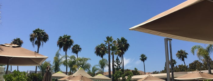 Four Seasons Pool is one of Favorite places.