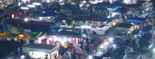 Macallum Monday Night Market (Pasar Malam) is one of Yeh's Fav Pasar Malam ^o^.