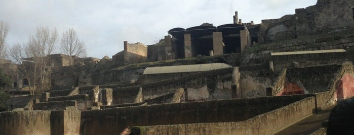 Pompei Touristic Services is one of Sirikorn's tips.