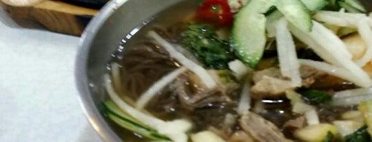 강산면옥 is one of 한국인이 사랑하는 오래된 한식당 100선.