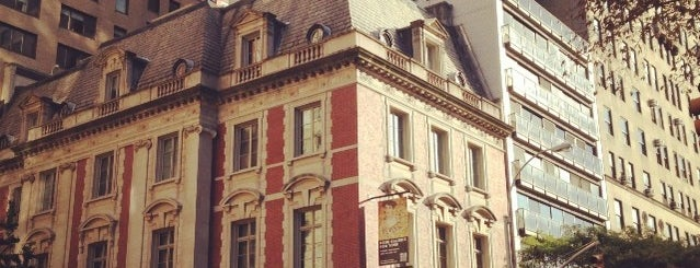 Neue Galerie is one of Uptown Art & Design Museums.