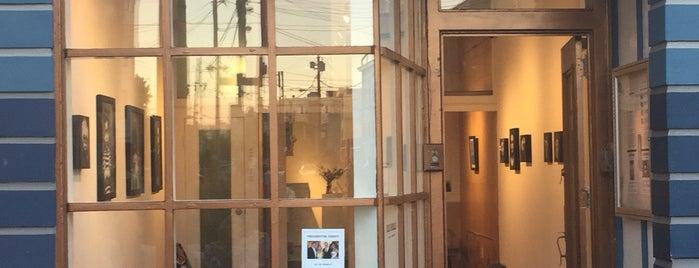 Luna Rienne Gallery is one of Art spots.