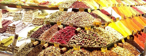 Spice Bazaar is one of istanbul turist stayla.