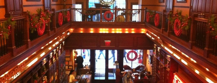Nat Sherman Townhouse is one of La Palina Retailers.