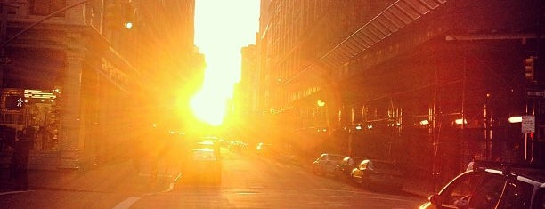 Manhattanhenge is one of Architecture - Great architectural experiences NYC.