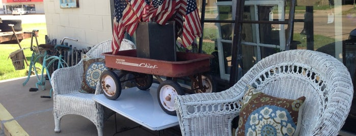 Homestead by Red Barn Boutique is one of Saturday Antiquing.
