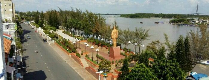 Bến Ninh Kiều is one of du lịch - lịch sử.