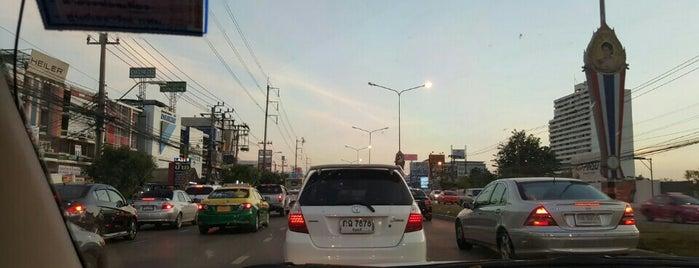 ถนนศรีนครินทร์ (Srinagarindra Road) is one of M-TH-18.