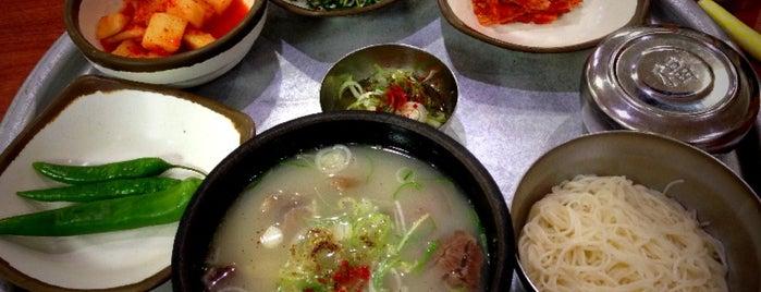 육거리곰탕 is one of 한국인이 사랑하는 오래된 한식당 100선.