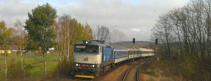 Železniční stanice Kralice nad Oslavou is one of Trať 240 Brno - Jihlava.