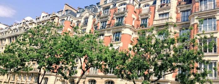 Porte Molitor is one of Portes de Paris.