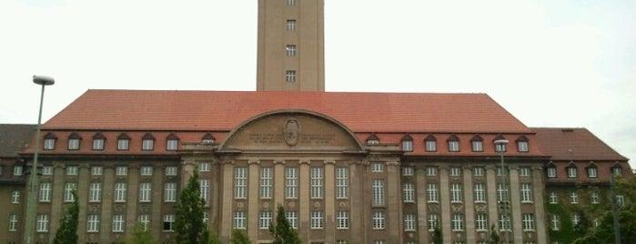 U Rathaus Spandau is one of Besuchte Berliner Bahnhöfe.